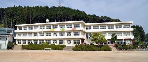新城市立鳳来中部小学校